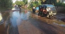 বাগাতিপাড়ায় সড়কে খানা-খন্দতে দুর্ভোগ