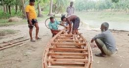 নলডাঙ্গার পিপরুলের বাঁশভাগ গ্রাম যেন নৌকা তৈরির কারখানা
