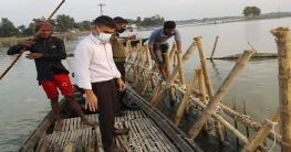 নলডাঙ্গায় নদীতে অবৈধ বাঁশের তৈরি স্থাপনা ইউএনওর অভিযান