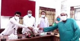 গুরুদাসপু্রে নন এমপিও শিক্ষক-কর্মচারীদের সরকারী অনুদান প্রদান