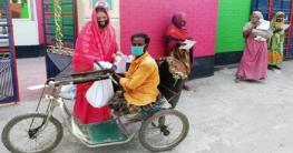 বাগাতিপাড়ায় জেলা পরিষদের সদস্য ফরিদা পারভীনের খাদ্য সামগ্রী বিতরণ