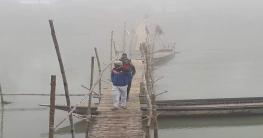 গুরুদাসপুরে নদীর পার থেকে ওপার শুধুই ধোয়াশা