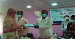 বাগাতিপাড়ায় নন এমপিও শিক্ষক কর্মচারীরা পেলো প্রণোদনা চেক