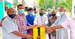 নলডাঙ্গায় ৪৩ প্রান্তিক কৃষকদের মাঝে স্প্রে মেশিন বিতরণ