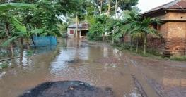 নলডাঙ্গা উপজেলার সেনভাগের রাস্তা বৃষ্টির পানিতে তলিয়ে গেছে